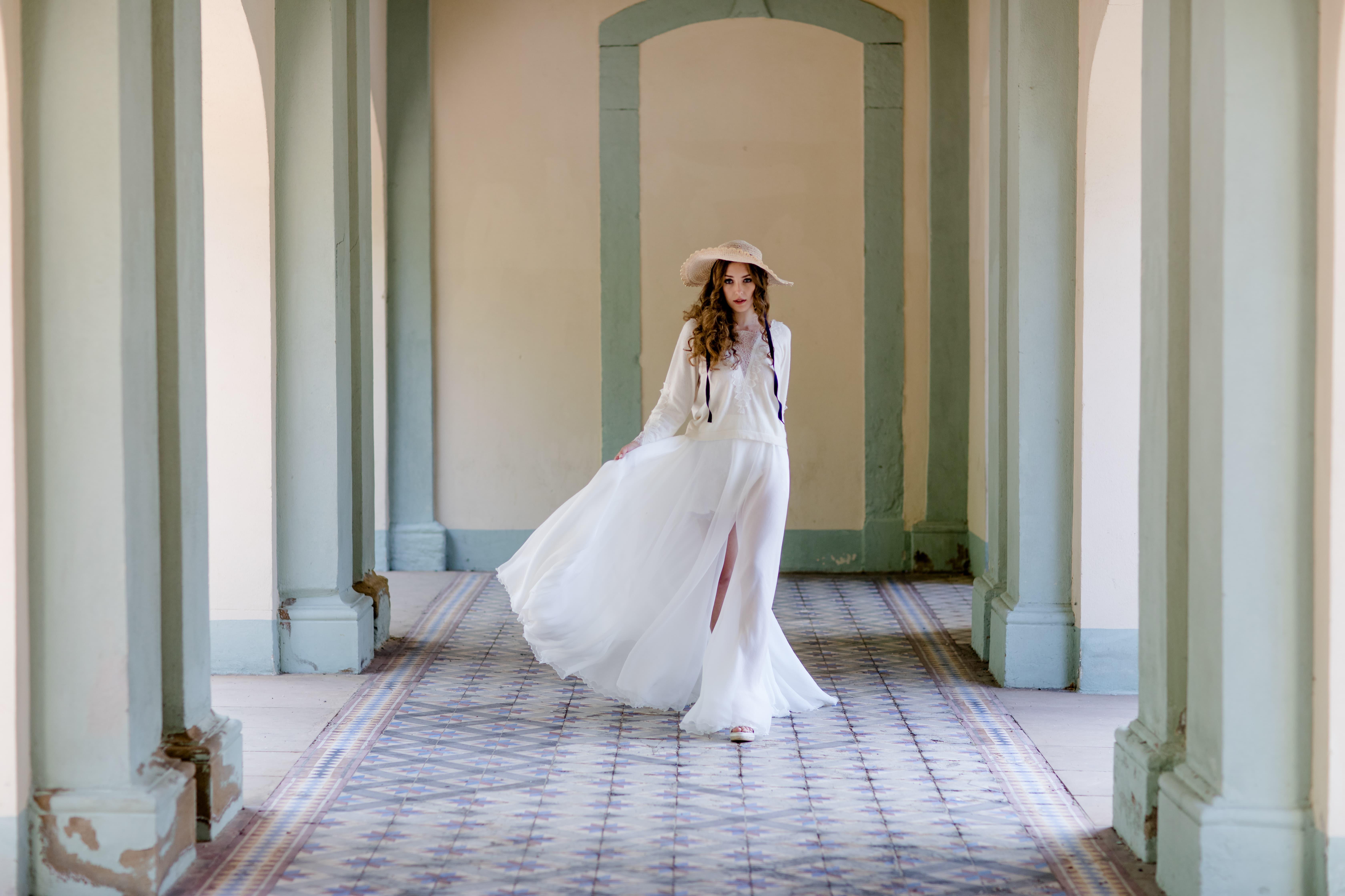Modernes Brautkleid